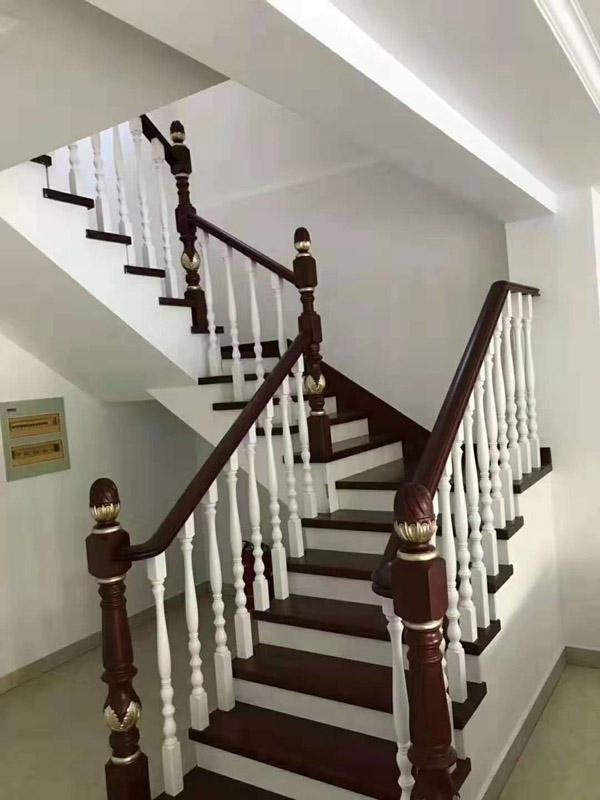 SQ-125實木樓梯客戶案例