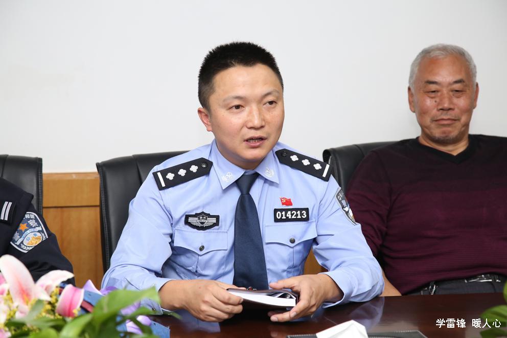 星光社区警务室负责人李军所长表示祝贺