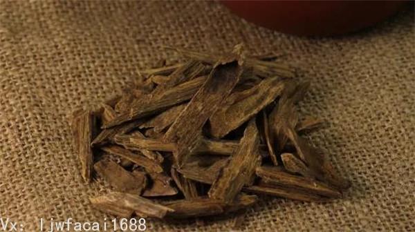 馬來西亞的沉香大料較多,適合做雕材和珠子,國內市場上馬來西亞沉香的數量還是較多的。