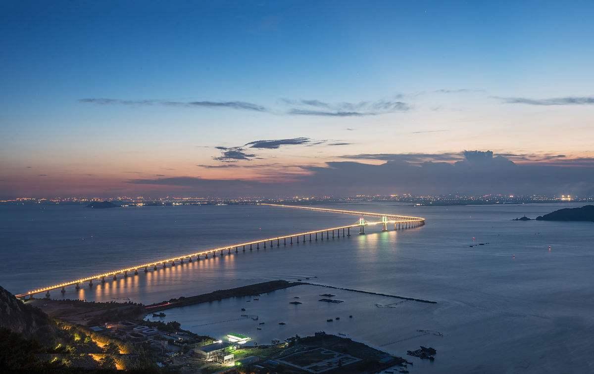 大桥起于澄海莱芜围,终于南澳长山尾苦路坪,接环岛公路;路线长约11.