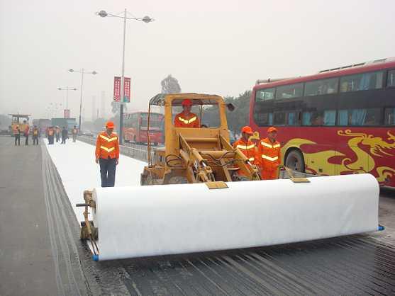聚酯长丝烧毛土工布用于新旧路面