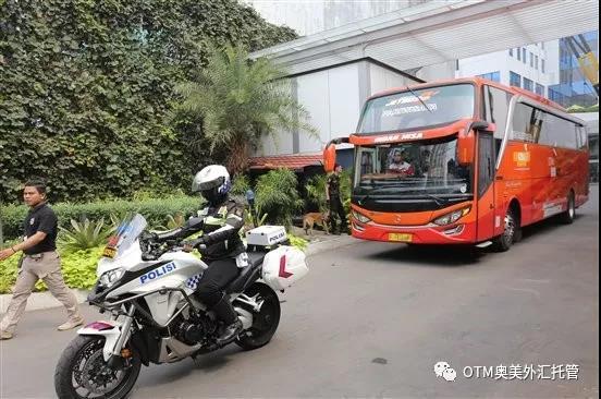 雅加达政府特派警员带奥美嘉宾前往考察目的地