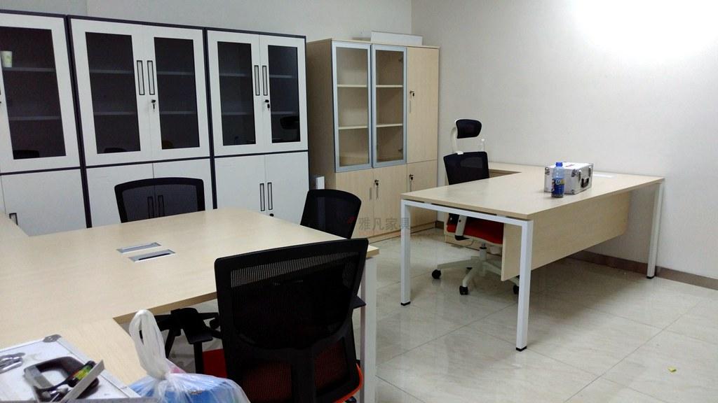大话南门八层经理办公桌-文件柜-档案柜-员工位-办公椅工程实景图片